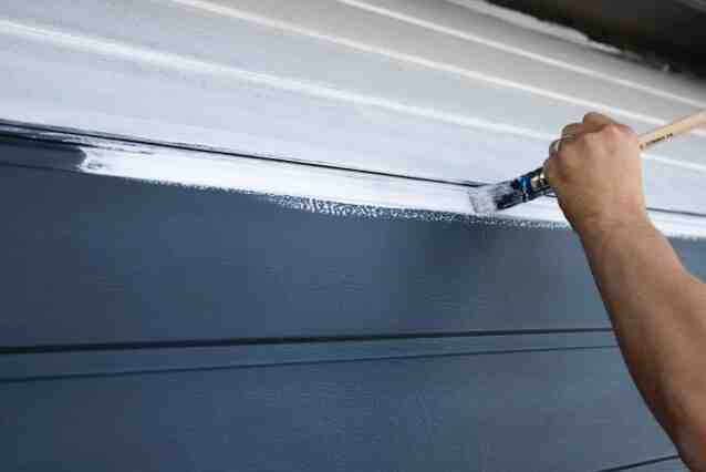 Comment repeindre une porte d'entrée en PVC ?